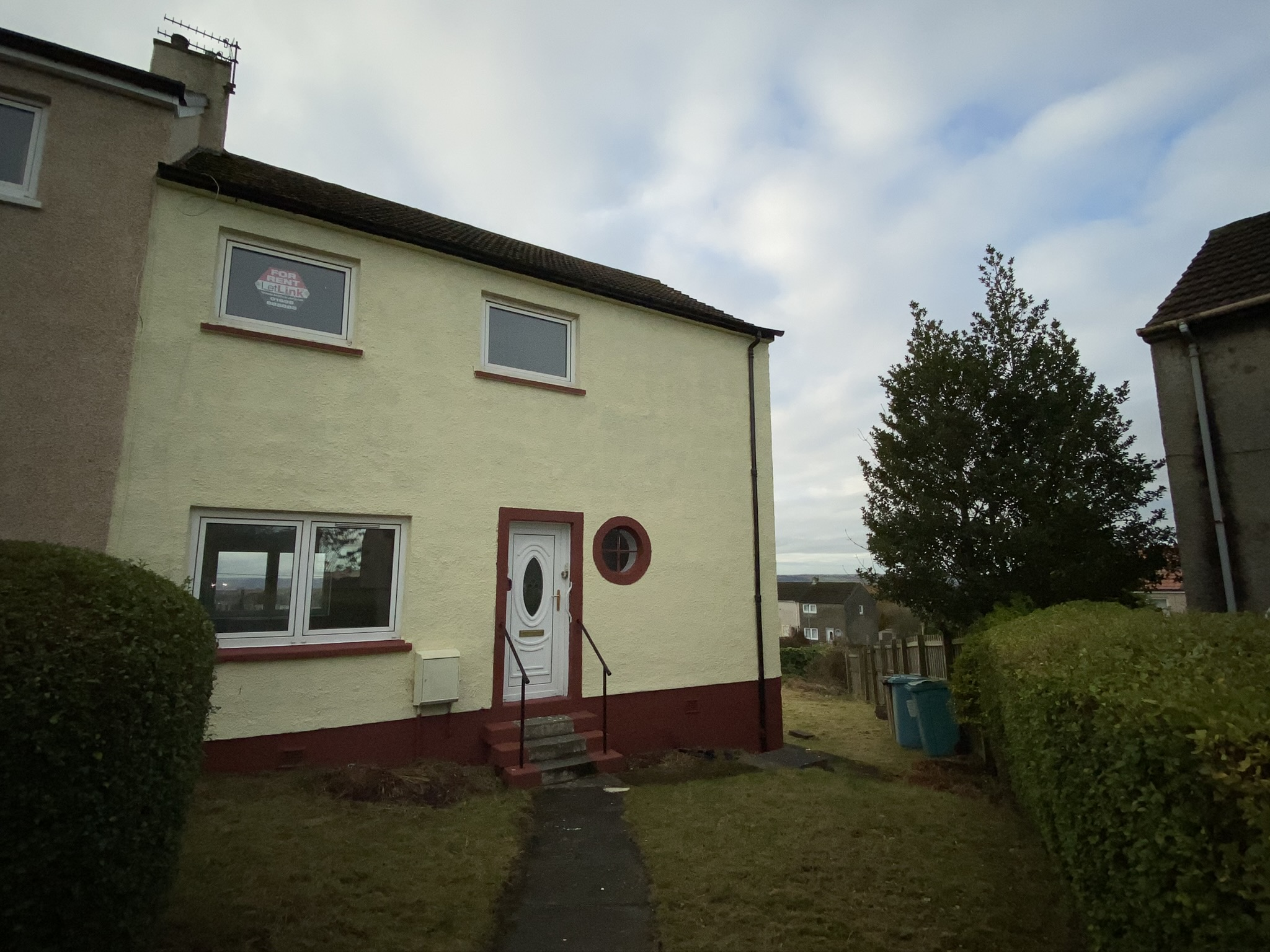 Sharp Ave, Coatbridge – 3 Bedroom semi detached house for let
